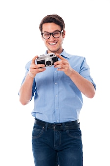 Glücklicher mann mit retro-kamera