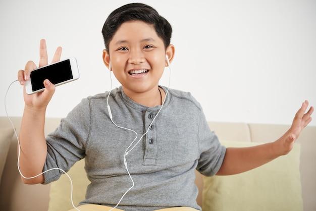 Glücklicher musikliebhaber