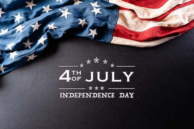Glücklicher unabhängigkeitstag mit amerikanischer flagge