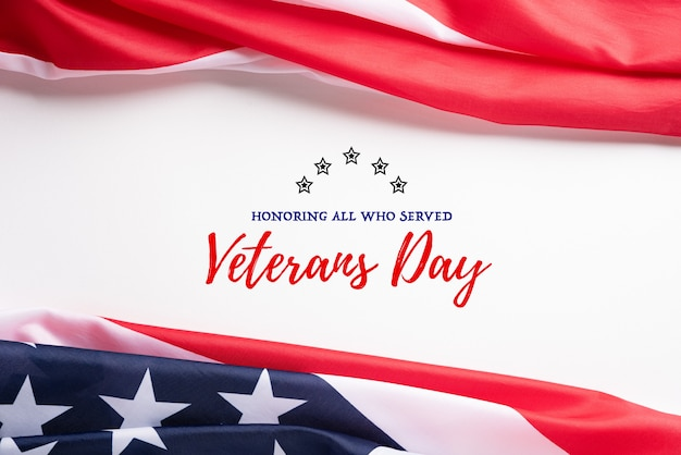 Glücklicher veteranen-tag. amerikanische flaggen mit dem text danken ihnen veteranen.