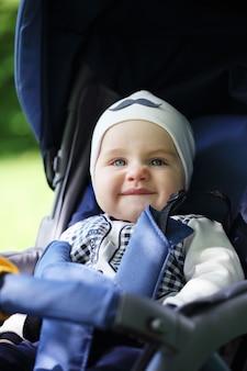 Glückliches junges baby