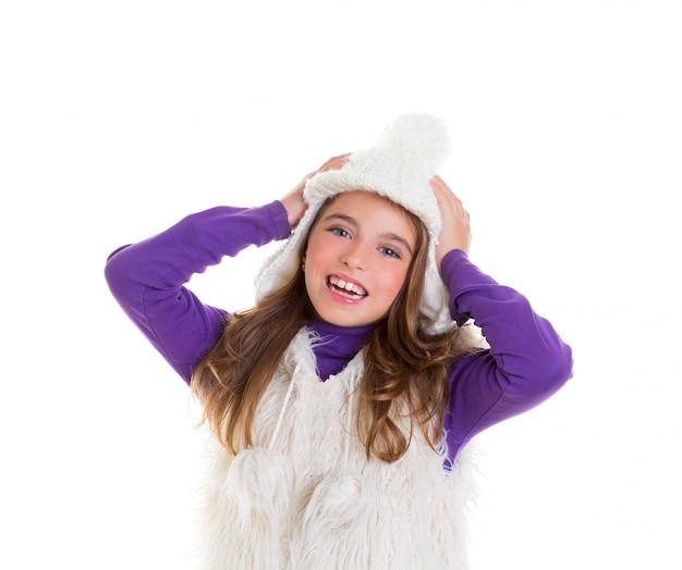 Glückliches kindkindermädchen der blauen augen mit weißer wintermütze