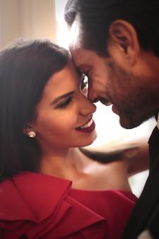 Glückliches paar in einem intimen moment
