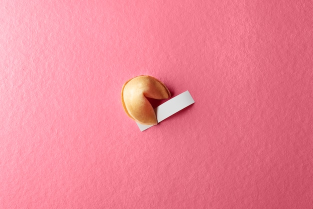 Glückskeks mit leerem papier