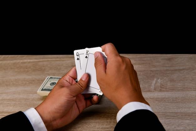 Glücksspiel-konzepte. geschäftsmänner spielen im kasino.