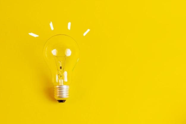 Glühbirne mit konzeptzeichnung neue ideen