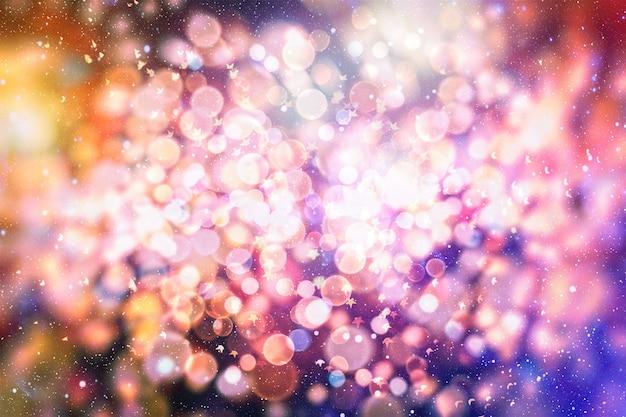 Glühbirnen beleuchtet hintergrund: unschärfe des weihnachtstapetendekorationen-konzepts. feiertagshintergrund: funkelnkreis beleuchtete feiern anzeigen.