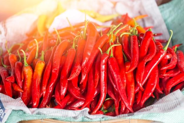 Glühender chili-nahrungsmittelbestandteil der heißen und würzigen bevorzugung des thailändischen lebensmittels.