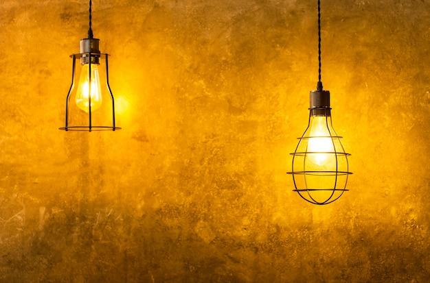 Glühlampen der dekorativen antiken edison-art gegen backsteinmauerhintergrund