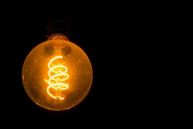 Glühlampen, die elektrische spulen sehen verwendet im energiedesign und besonderen ideen