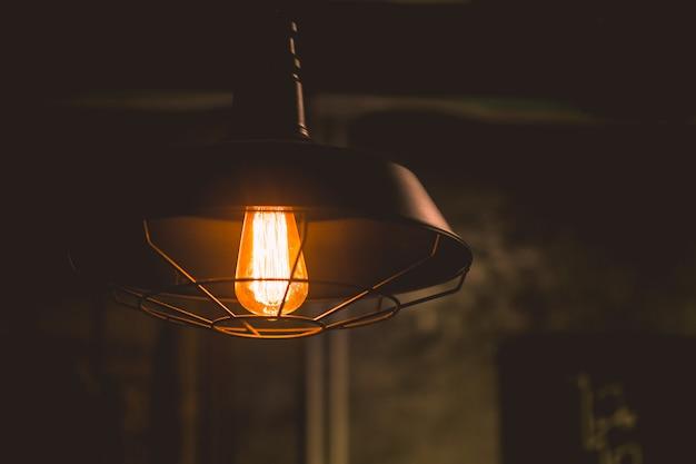 Glühlampennahaufnahmeweinleseretrostil