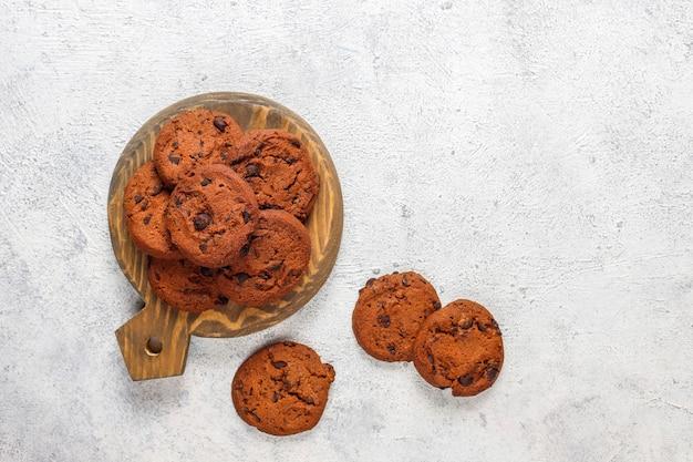 Glutenfreie kekse mit schokoladenstückchen.