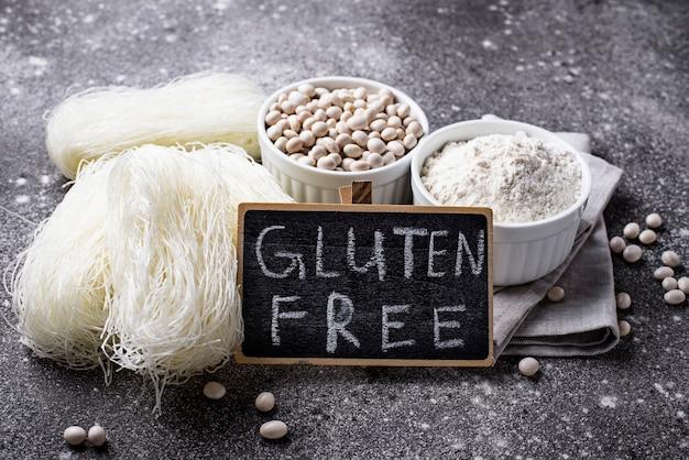 Glutenfreies bohnenmehl und nudeln