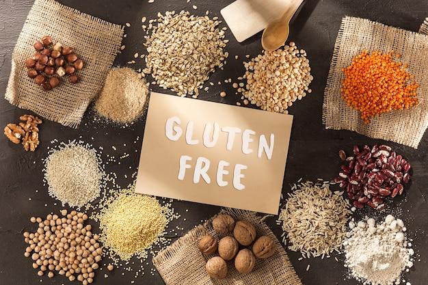 Glutenfreies mehl und getreide hirse, quinoa, maisbrot, brauner buchweizen