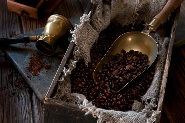 Goffee grainse in vintage-box.