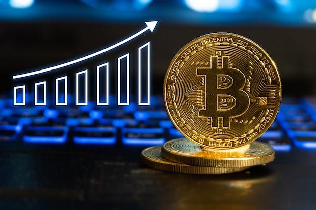 Gold-bitcoin mit steigendem pfeil der graphen.