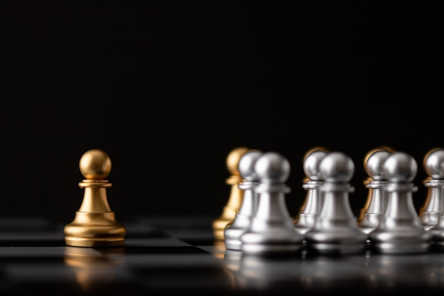 Gold chessman ist der anführer
