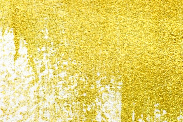 Goldacrylfarbenbeschaffenheit auf weißem papierhintergrund