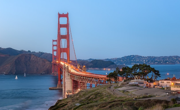 Golden gate bridge nach sonnenuntergang