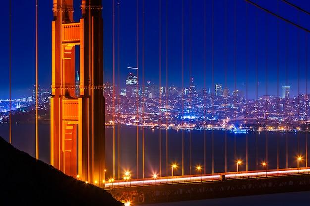 Golden gate bridge san francisco sonnenuntergang durch kabel