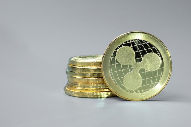 Golden ripple xrp-kryptowährungs-münzenstapel