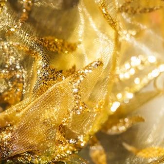 Goldene abstrakte unschärfe defokussiertes hintergrundkonzept für silvester, weihnachten und schöne feiertage