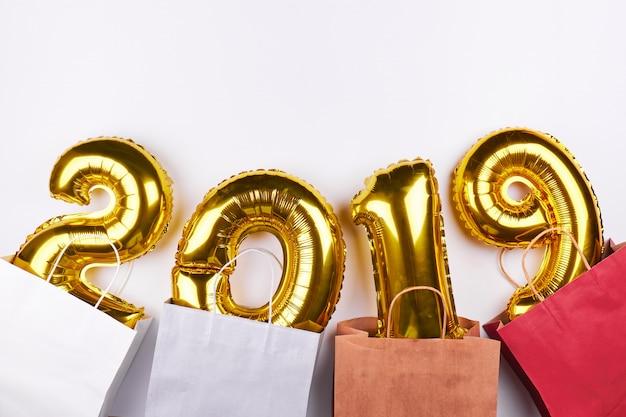 Goldene ballone des neuen jahres 2019