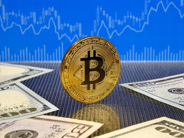 Goldene bitcoin münze auf blauer abstrakter finanzierung.