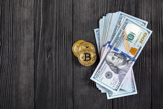 Goldene bitcoin-münze auf us-dollar