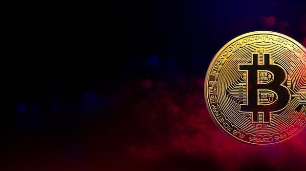 Goldene bitcoin-münze ist im kryptowährungskonzept mit rotem und blauem rauchhintergrund