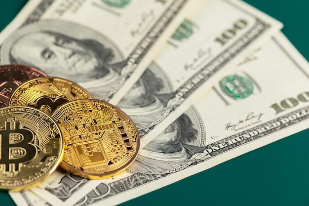 Goldene bitcoin und dollar