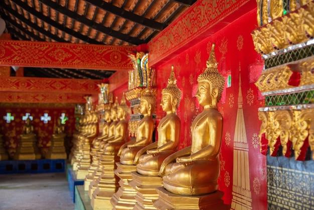 Goldene buddah statue an wat wang kham-tempeln in khao wong