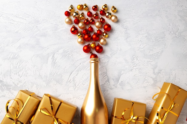 Goldene champagnerflasche und weihnachtskugeln