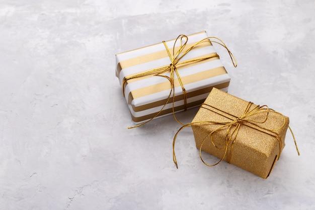 Goldene geschenkboxen