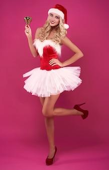 Goldene glocke und weihnachtsverkleidung