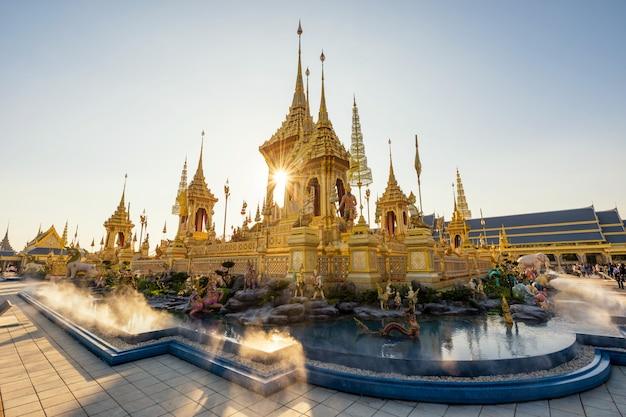 Goldene königliche feuerbestattung in bangkok