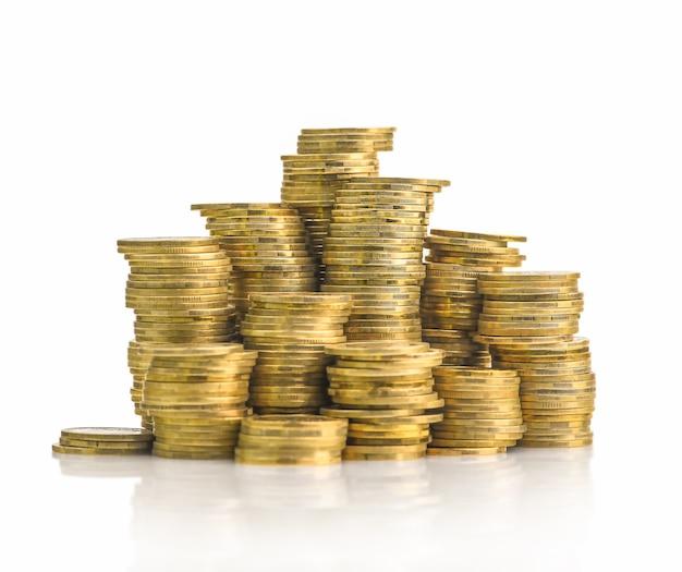 Goldene münze lokalisiert auf weißem hintergrund