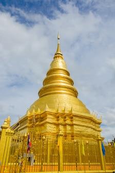 Goldene pagode am lamphun, thailand