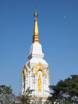 Goldene pagode in einem tempel