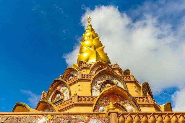 Goldene pagode und blauer himmel