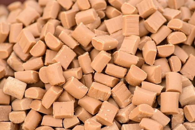 Goldene toffee-karamellsüßigkeiten