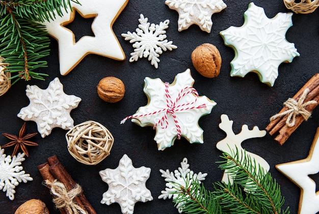 Goldene weihnachtslebkuchenplätzchen