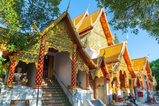 Goldener berg am tempel am wat phra that doi suthep in chiang mai, thailand.