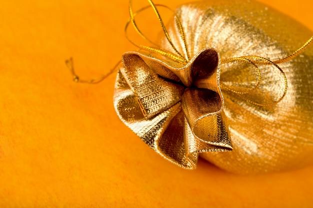 Goldener geschenksack