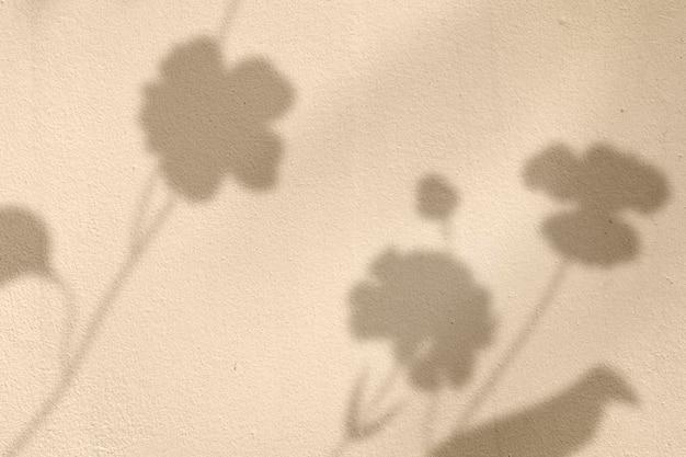 Goldener hintergrund mit blumenschatten