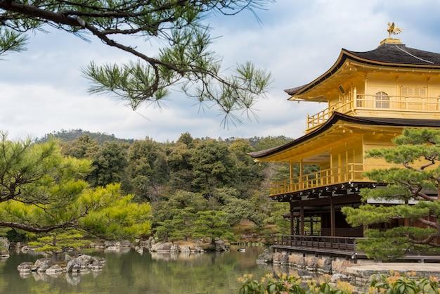 Goldener pavillion kinkakuji-tempel in kyoto