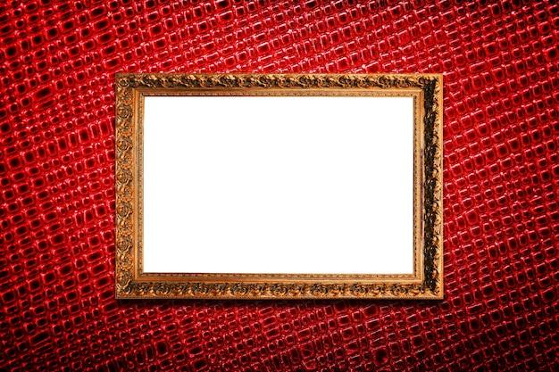 Goldener rahmen auf rotem texturhintergrund