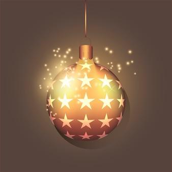 Goldener realistischer weihnachtsball mit kleinem stern. urlaubskonzept. neujahrsspielzeug