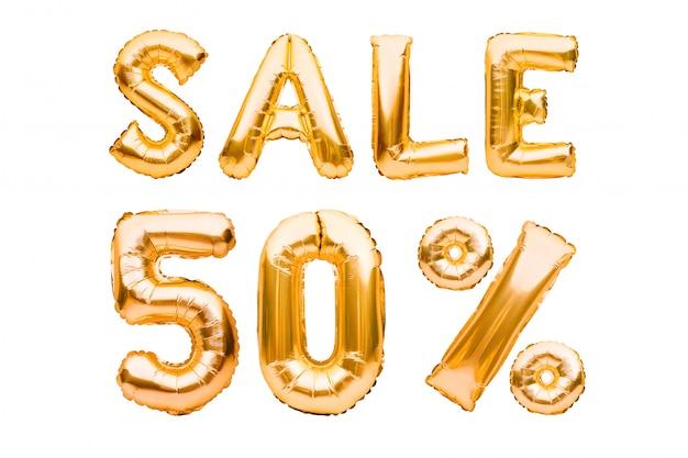 Goldenes 50-prozent-verkaufsschild aus aufblasbaren luftballons, isoliert auf weiß. heliumballons, goldfoliennummern.