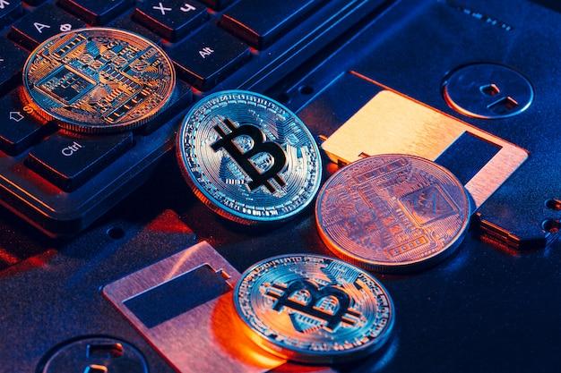 Goldenes bitcoin auf diskette